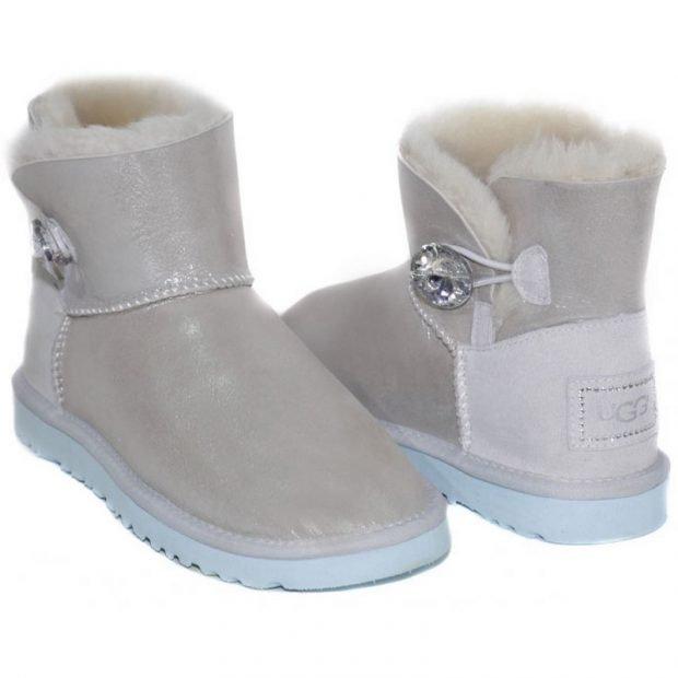 модные сапоги осень зима 2019 2020: угги светлые