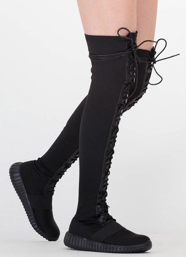 сапоги осень зима 2019 2020 фото женские: черные замшевые ботфорты со шнуровкой