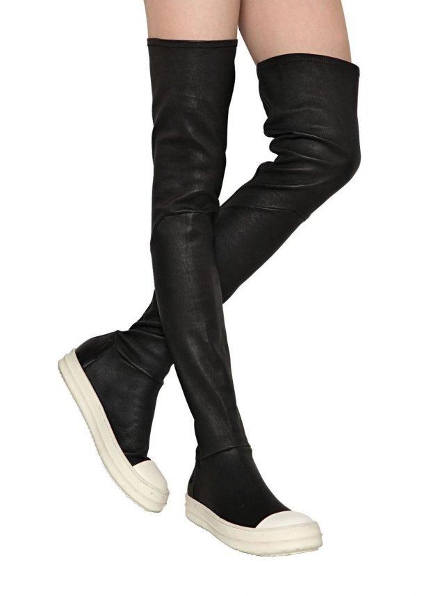 сапоги осень зима 2019 2020 фото женские: черные ботфорты на белой подошве