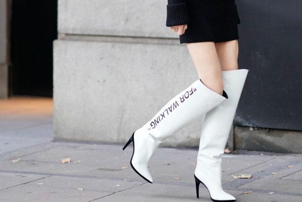 сапоги осень зима женские: белые ботфорты с надписью