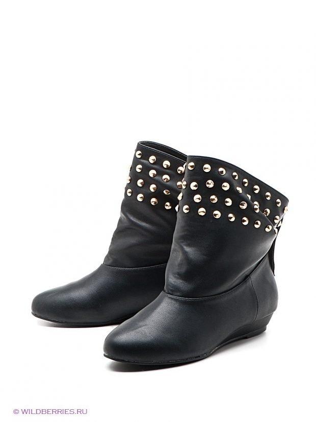 модные сапоги осень зима 2019 2020: черные полусапожки с декором