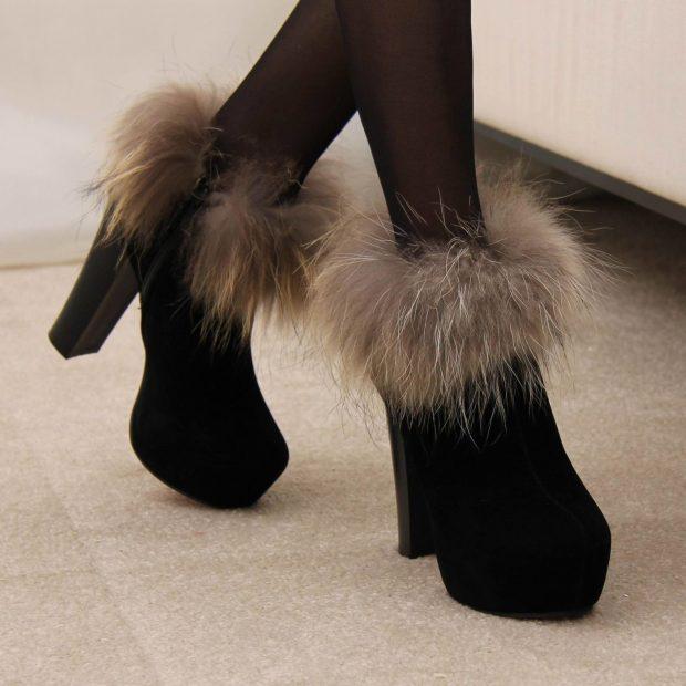 модные женские сапоги осень зима 2019 2020: черные замшевые полусапожки с мехом