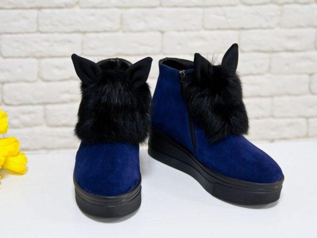 синие замшевые ботинки на танкетке с ушками