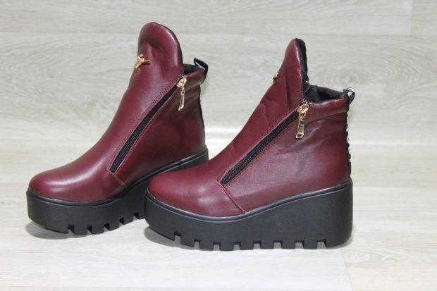 бордовые ботинки на танкетке