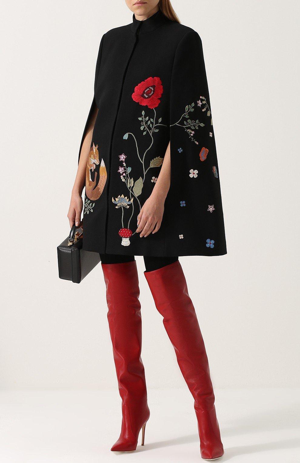 высокие красные ботфорты на каблуке сапоги весна 2018 модные тенденции фото