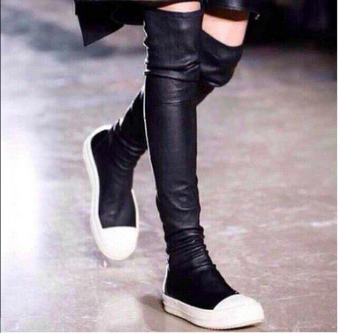 черные ботфорты на белой подошве