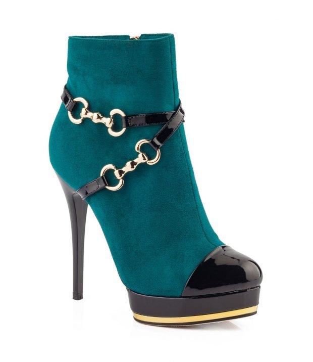женские сапоги весна 2020: бирюзовые полусапожки с лаковым носком и цепями