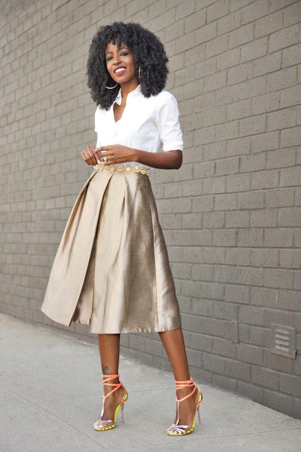 блестящая юбка и белая блуза