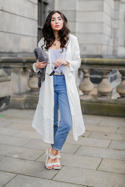 модные образы весна 2019: джинсы и длинный кардиган