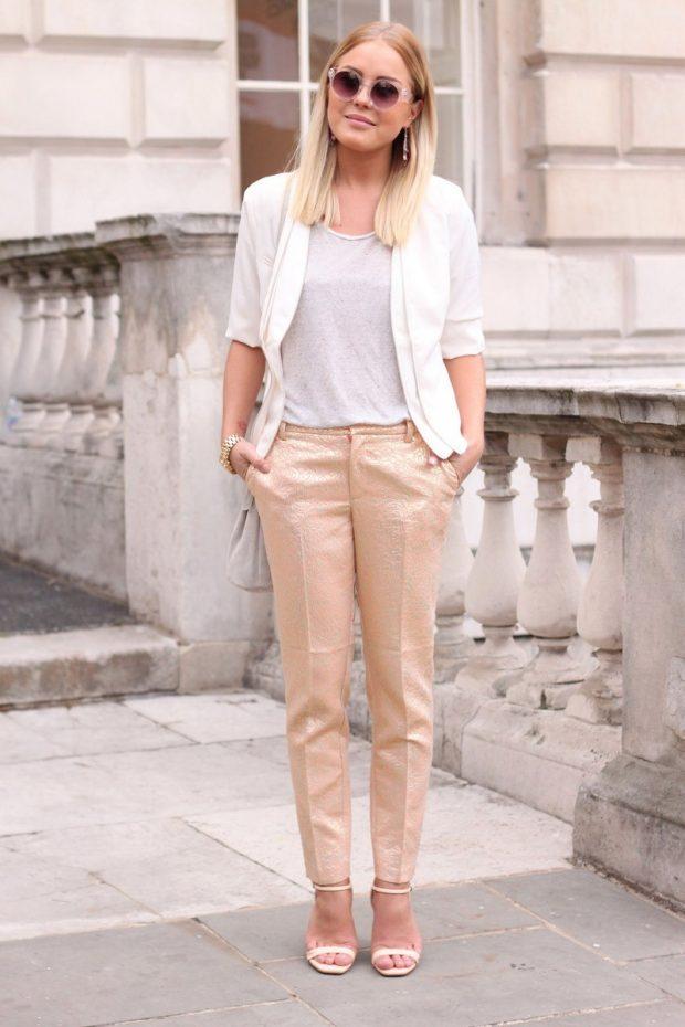 бежевые брюки и белый пиджак