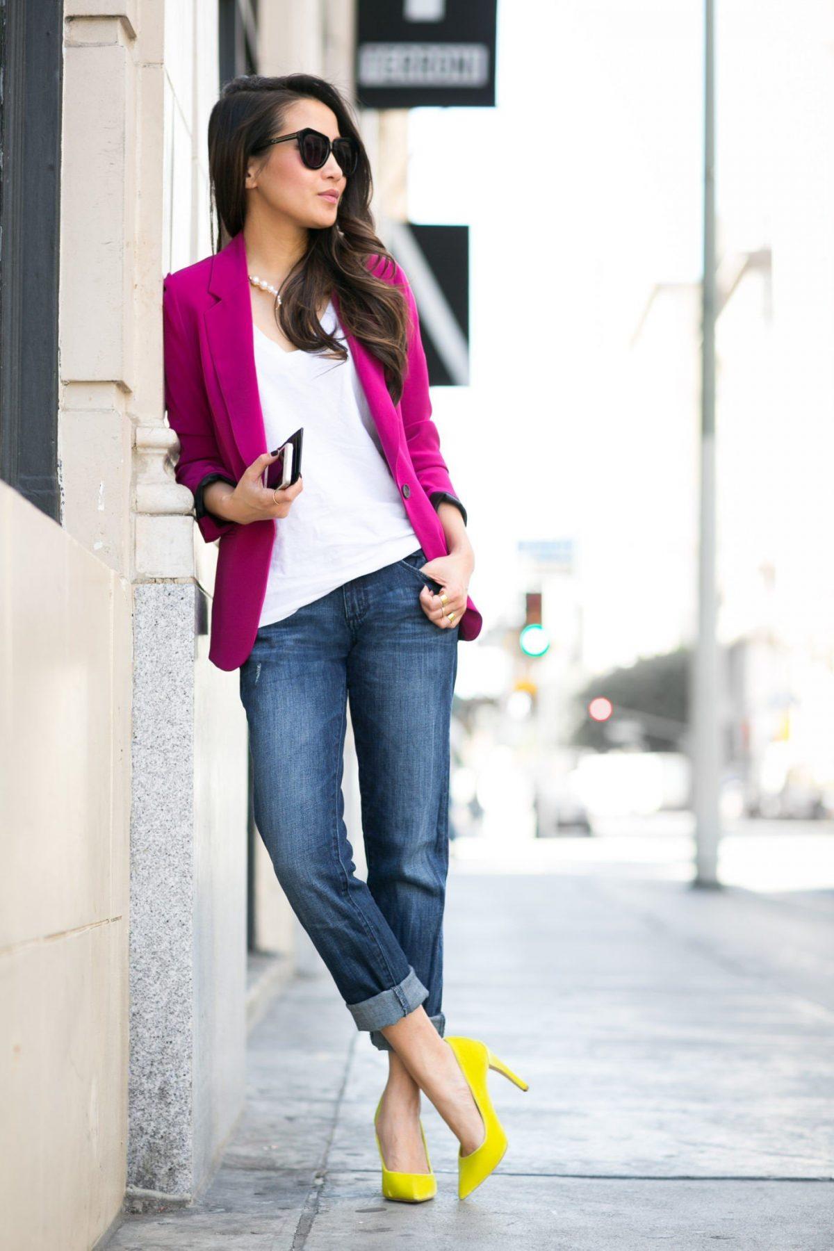модные образы весна 2019: джинсы бойфренды и розовый пиджак