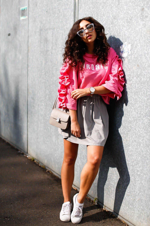 образы весна фото 2019: розовый с воланами и светлая юбка