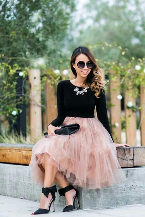 фатиновая юбка и темный реглан