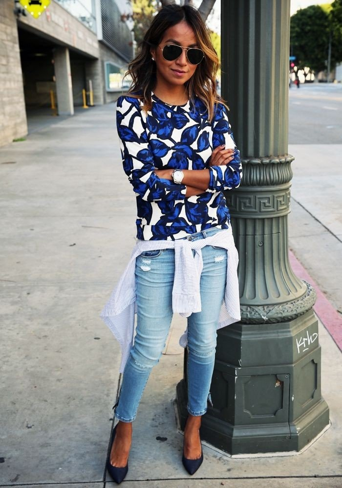 образы весна фото 2019: свитшот с принтом и джинсы