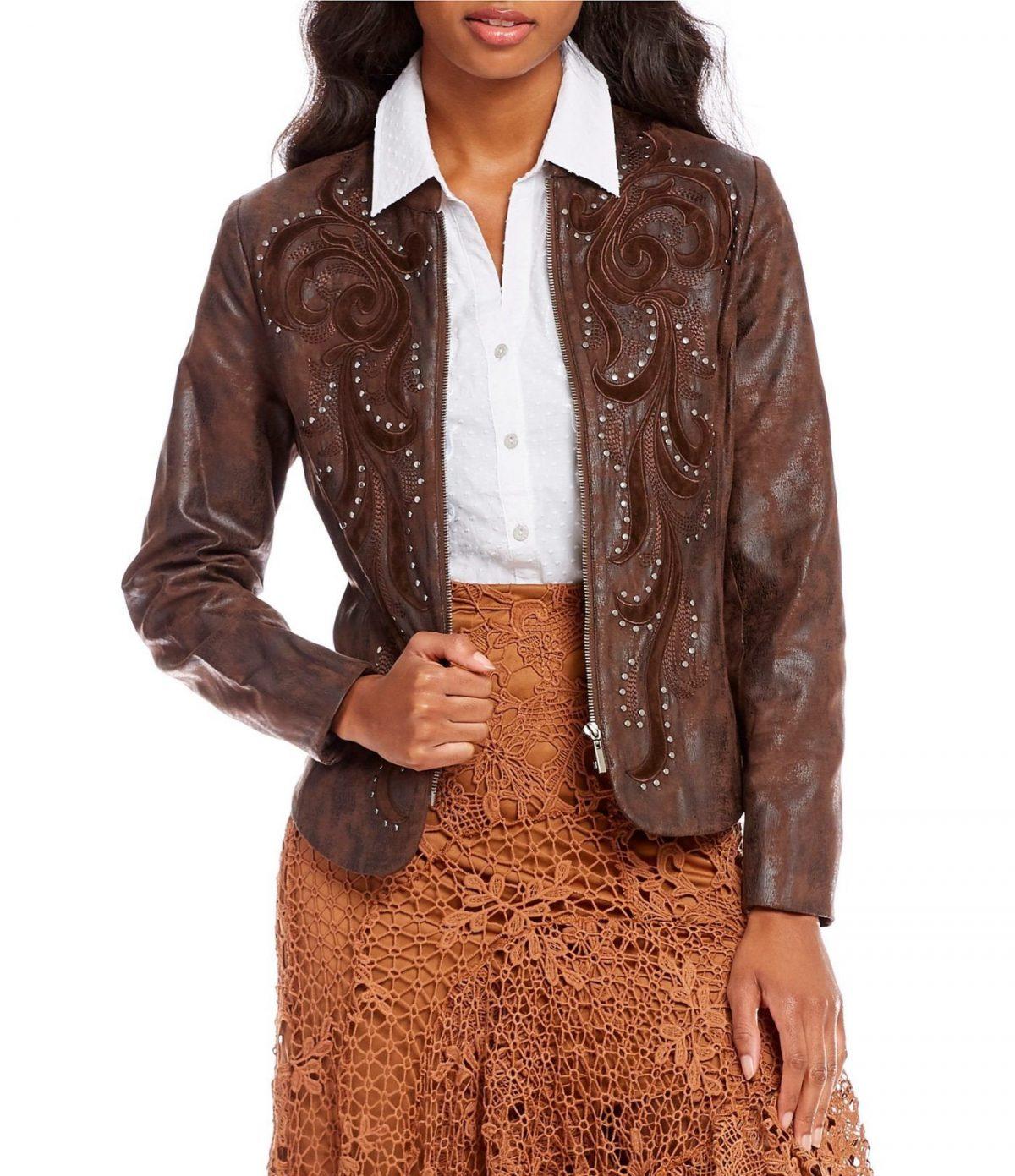 модные образы весна 2019: коричневый пиджак и горчичная юбка из кружева