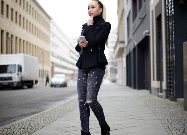 черный пиджак пеплум и джинсы с декором