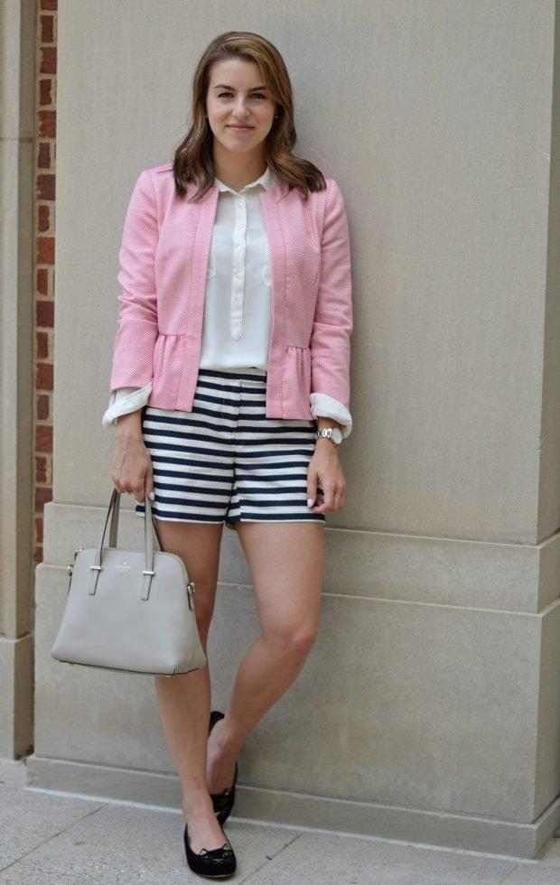 розовый пиджак и шорты в полоску