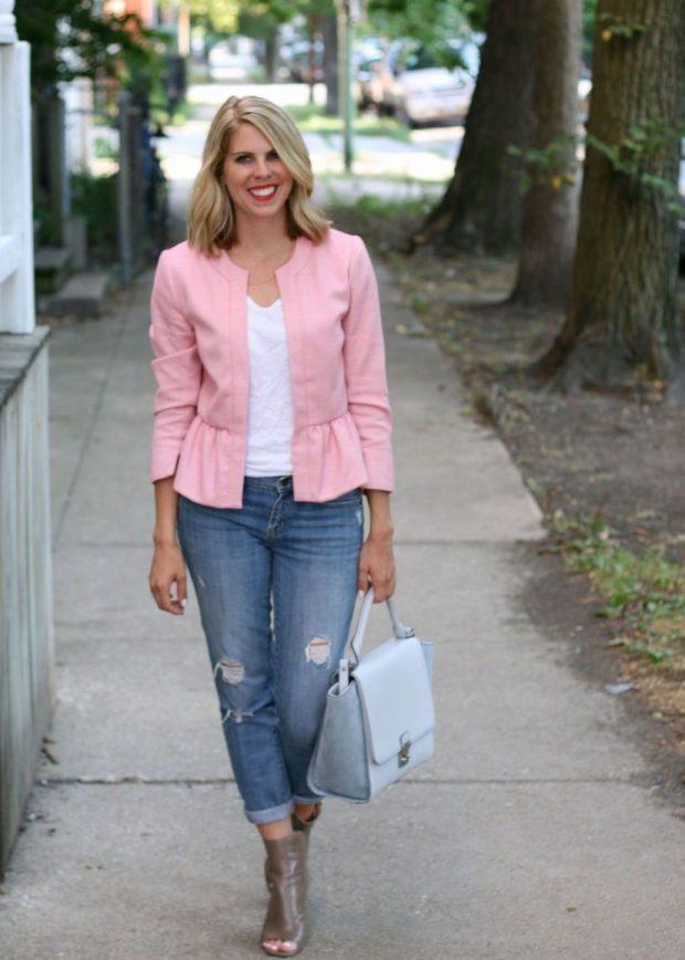 модные образы весна лето 2019: розовый пиджак пеплум и джинсы блондинка