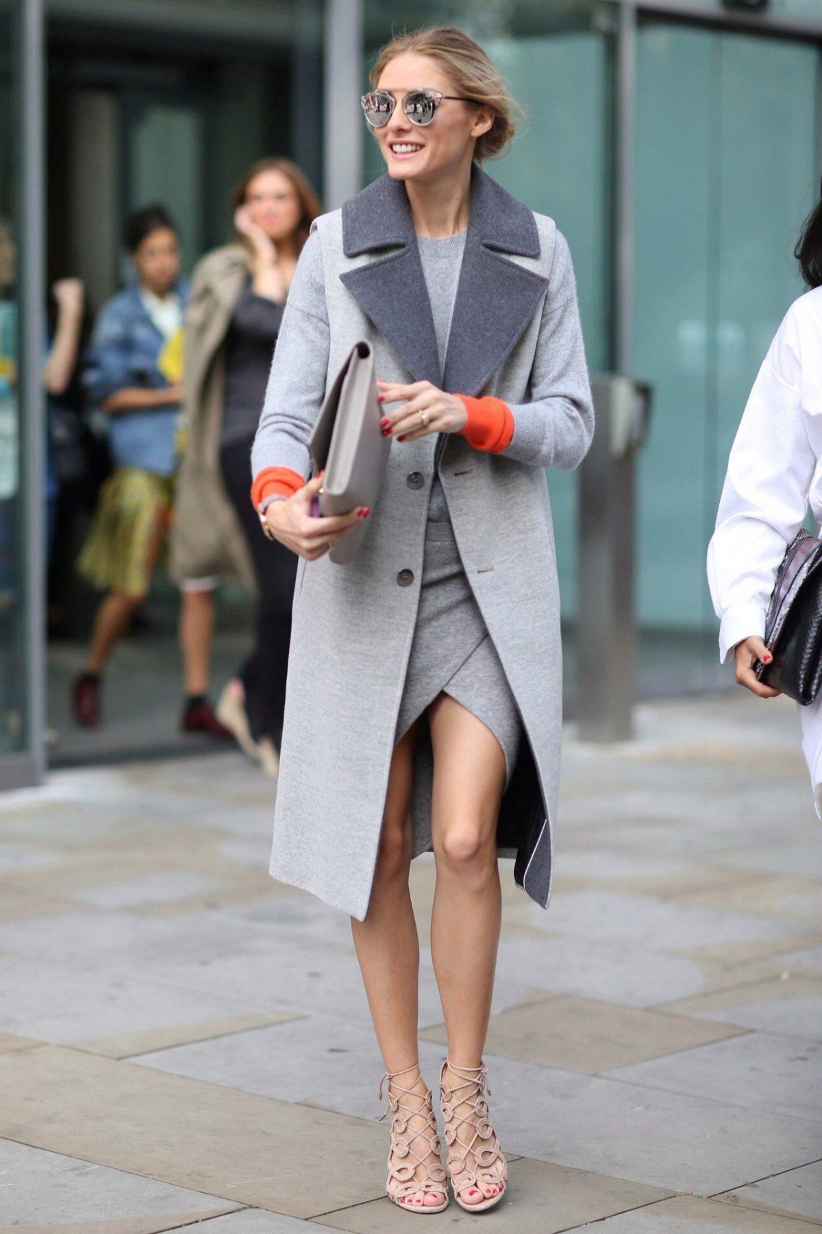 стильный образ весна 2019: серое пальто и платье в тон