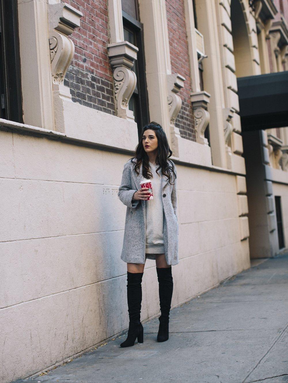 модные образы весна 2019: серое пальто и черные сапоги