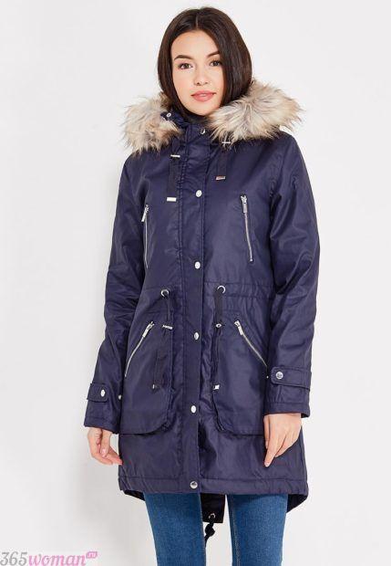 мода верхней одежды осень зима 2018 2019: синяя парка с молниями