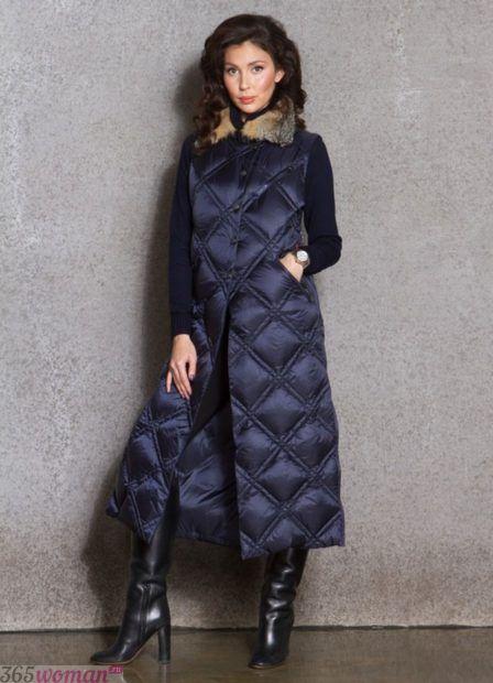 осень зима 2018 2019 верхняя одежда женская: длинный синий стеганый пуховик
