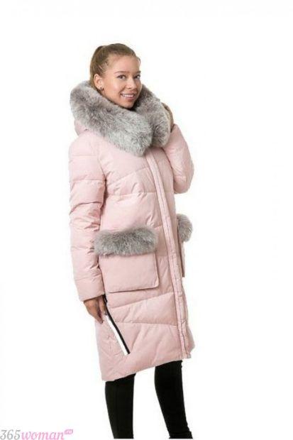 верхняя одежда осень зима 2018 2019 фото: светло-розовый пуховик с мехом