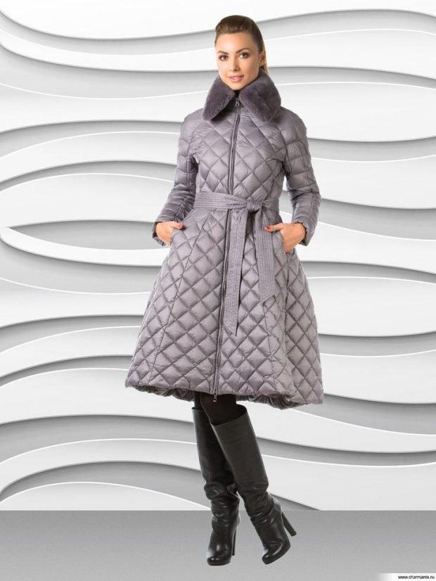 модная верхняя одежда осень зима 2020 2021: серый стеганый пуховик