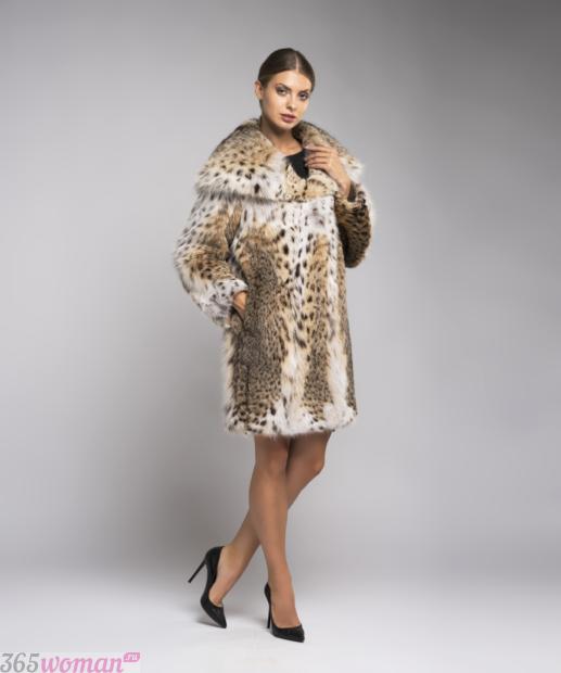 мода осень зима 2018 19 верхняя одежда: шуба средней длины хищный принт