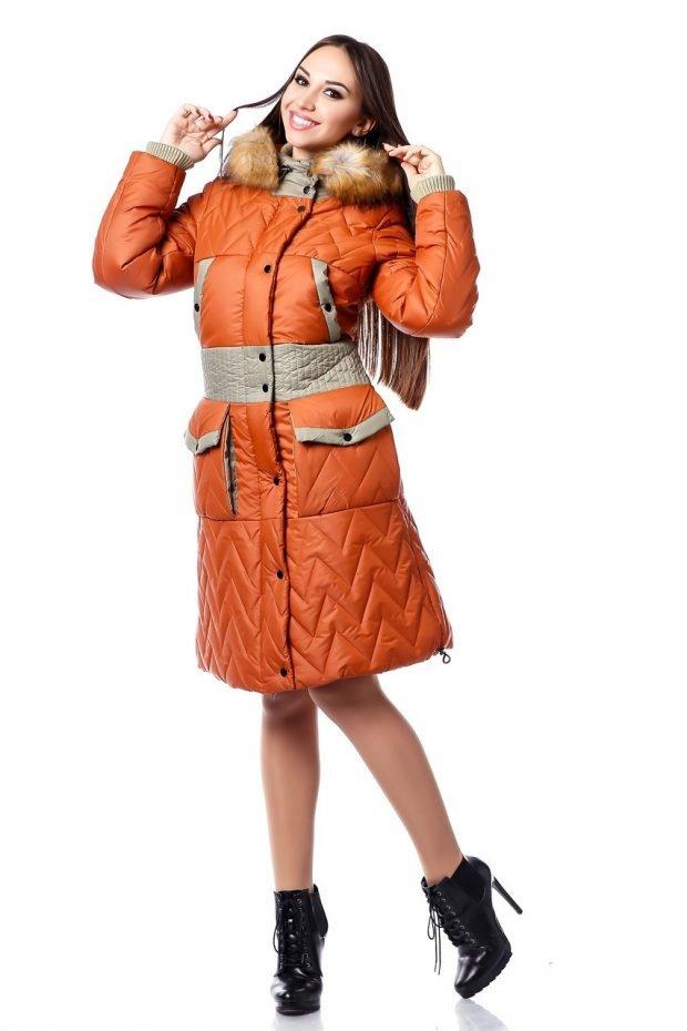 модная верхняя одежда осень зима 2020 2021: оранжевый пуховик с карманами