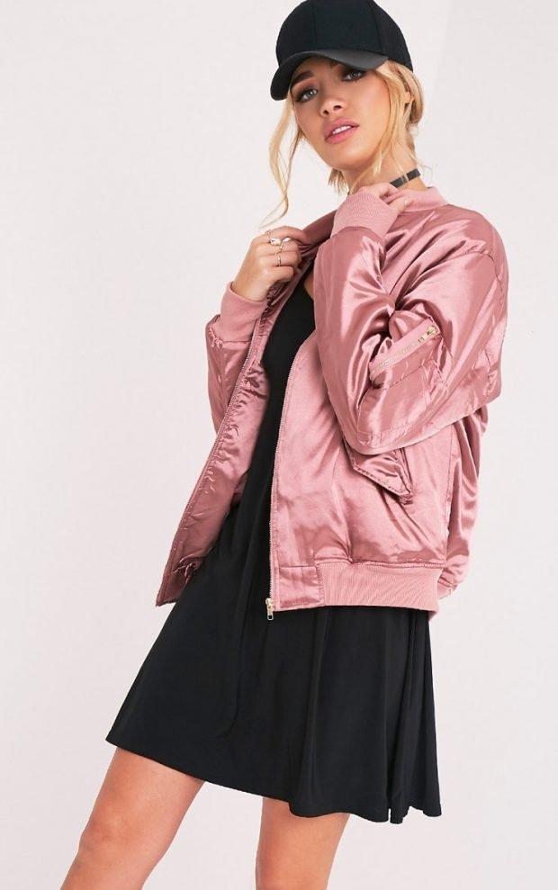 модная верхняя одежда осень зима 2019 2020: розовый бомбер из атласа