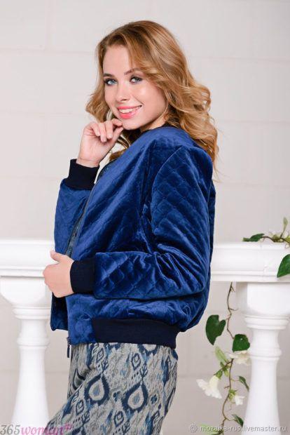модная верхняя одежда осень зима 2018 2019: синий велюровый бомбер