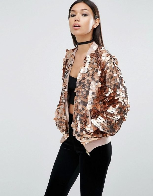 модная верхняя одежда осень зима 2019 2020: блестящий бомбер в крупных пайетках