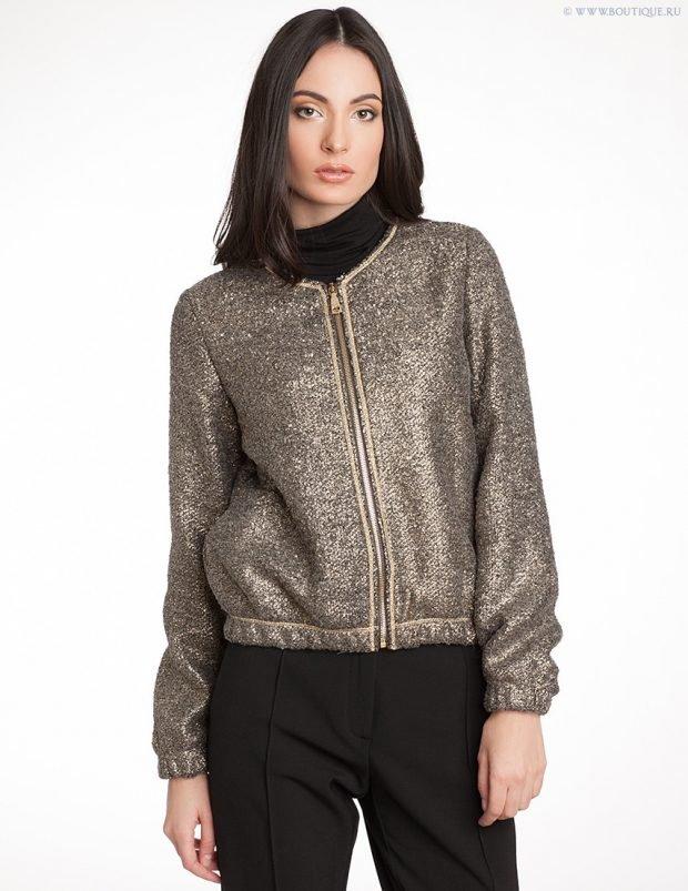 модная верхняя одежда осень зима 2020: кофейный блестящий бомбер