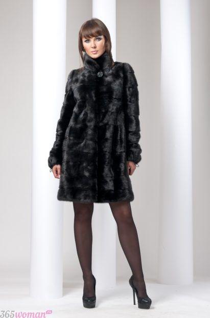 мода осень зима 2018 19 верхняя одежда: черная шуба до колена