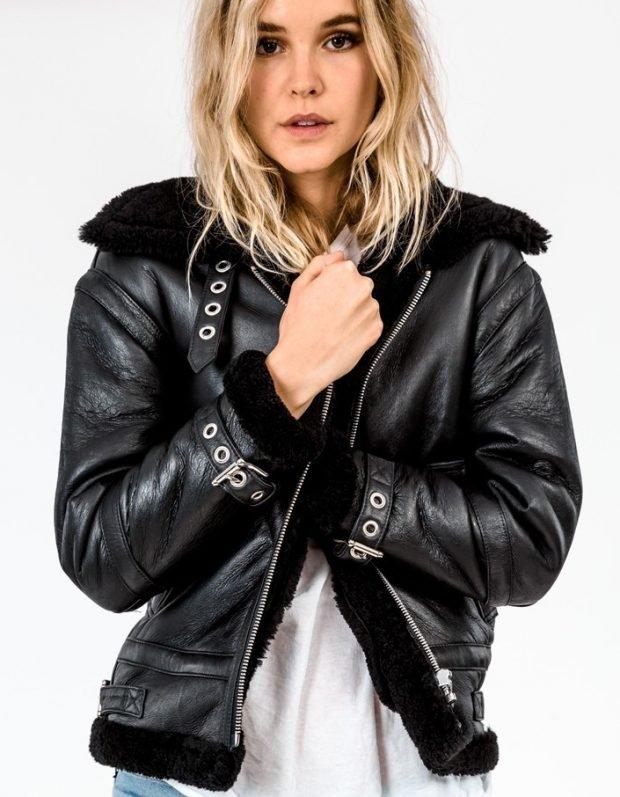 теплая черная кожаная куртка