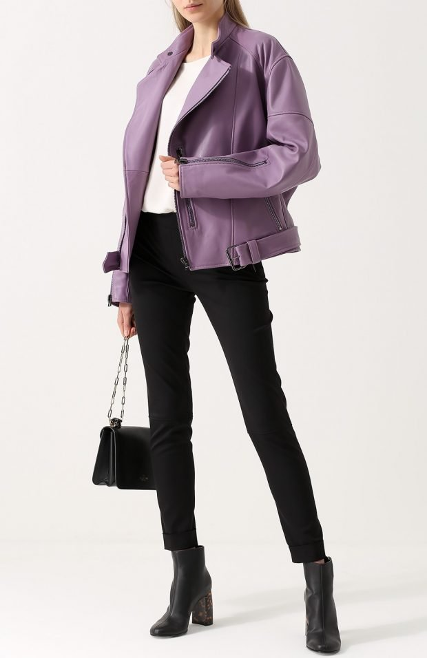 тенденции верхней одежды осень зима 2020: фиолетовая кожаная куртка