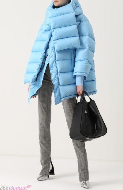 мода осень зима верхняя одежда: голубая стеганая куртка оверсайз