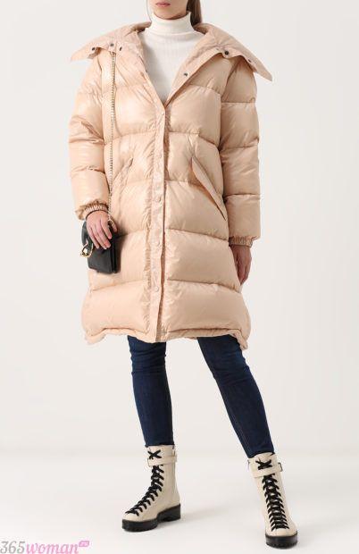 мода осень зима верхняя одежда: объемная стеганая куртка молочного цвета