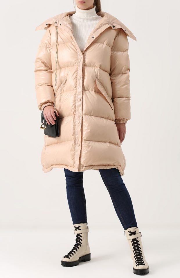 объемная стеганая куртка молочного цвета