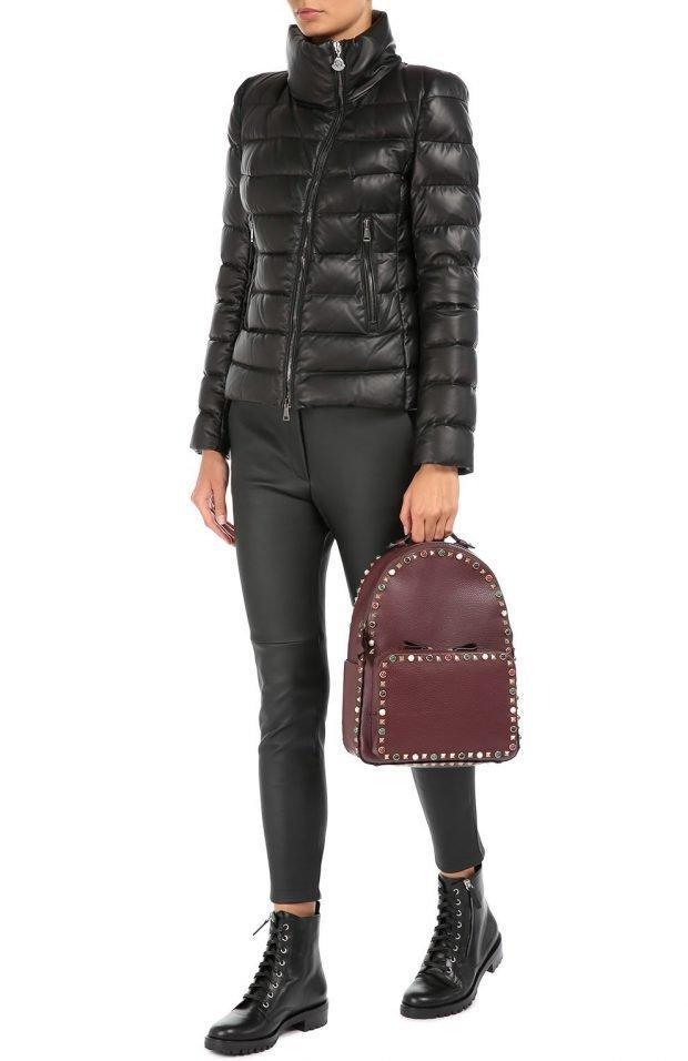мода осень зима верхняя одежда: черная короткая стеганая куртка