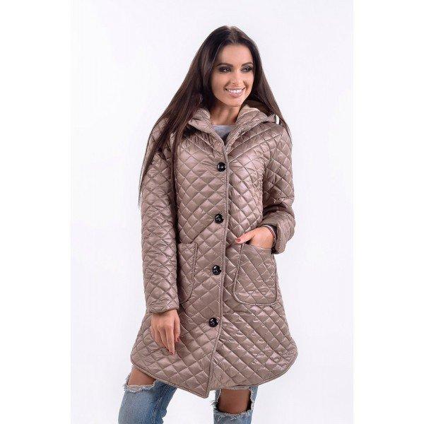 мода осень зима верхняя одежда: бежевая стеганая куртка на пуговицах