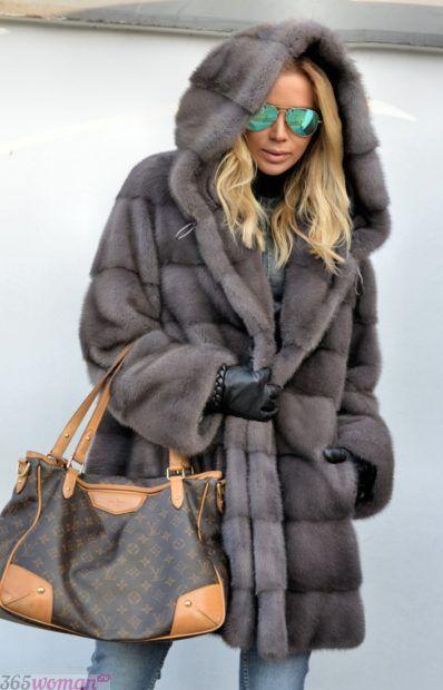 мода осень зима 2018 19 верхняя одежда: серая короткая шуба с капюшоном