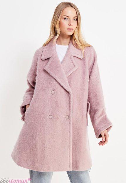 мода верхней одежды осень зима 2018 2019: светло-розовое расклешенное пальто
