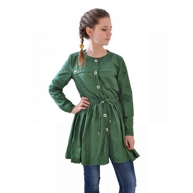 мода верхней одежды осень зима 2018 2019: расклешенный зеленый плащ