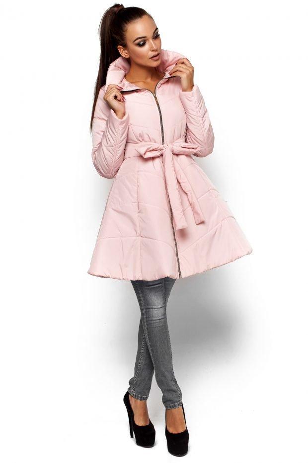 светло-розовый расклешенный плащ