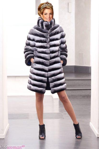 верхняя одежда осень зима 2018 2019 для женщин: шуба в горизонтальные полосы до колена