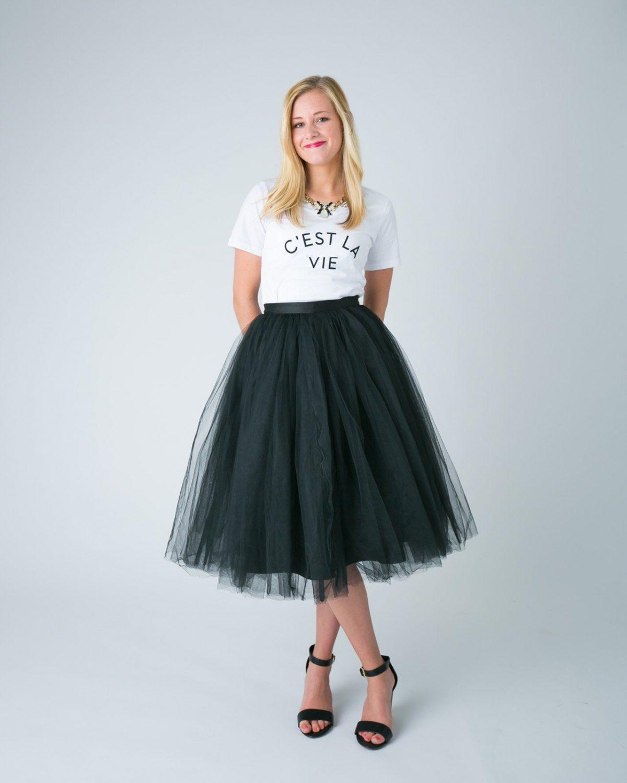 черная юбка пачка и белая футболка