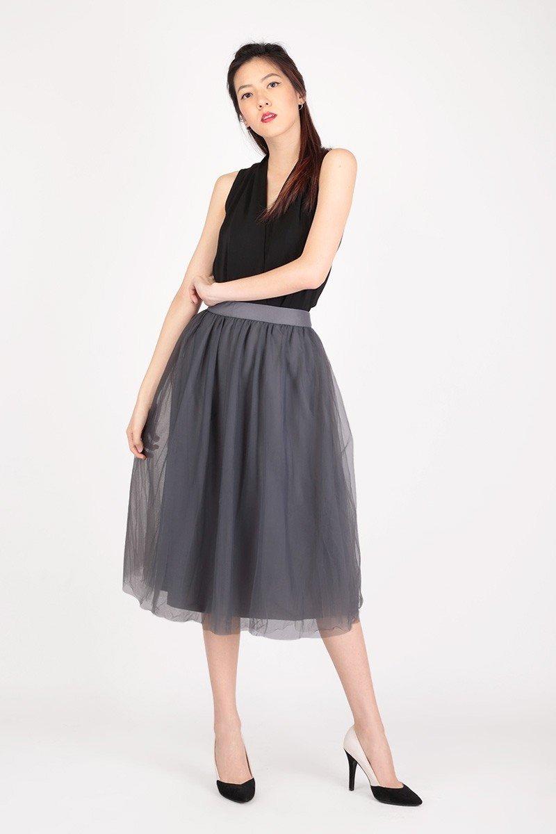 серая юбка пачка миди и черная блуза
