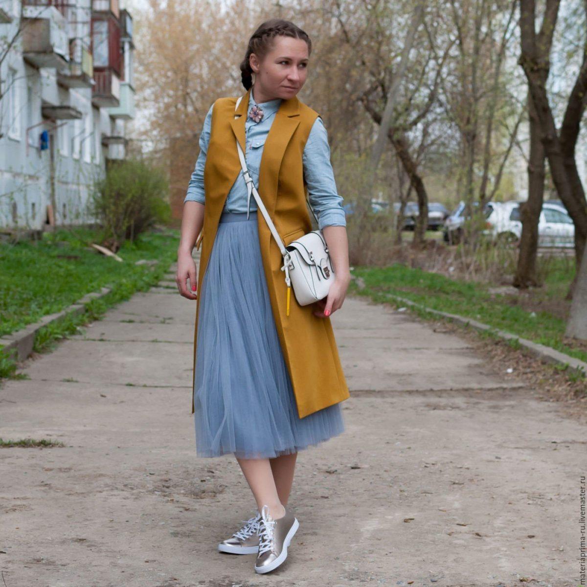 серая юбка пачка и длинный жилет